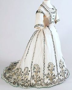 dress decorated with beetle wings Antique Clothing, Historical Clothing, 1800s Dresses, Vintage Outfits, Vintage Fashion, Ball Dresses, Fashion History, Girl Fashion, Dress Up