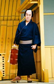 Nakamura Kanzaburo, one of the leading lights of the Kabuki stage, died Dec. 5 at a Tokyo hospital. He was 57.