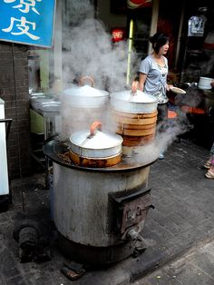 This is a little street vendor in Xian selling dumplings or jiao zi | Photo by gee hoo with Pin-It-Button on http://www.trekearth.com/gallery/Asia/China/Central/Shaanxi/Xian/photo1308971.htm