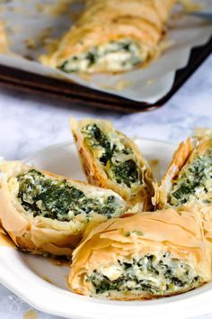 Spanakopita is a mediterranean and Balkan dish of fillo pastry stuffed with spinach and cheese Spanakopita Recipe, How To Make Spinach, Spinach And Cheese, Snacks, Greek Recipes, Appetizer Recipes, Soup Appetizers, Vegan Appetizers, Cheese Recipes