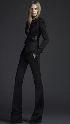 Burberry Prorsum Pre-Fall Look 57 - Cara Delevingne. Style Noir, Mode Style, Style Me, Black Pant Suit, Black Suits, Pant Suits, Burberry Classic, Burberry Suit, Burberry Summer