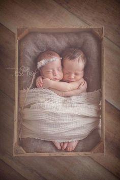Show off those twins - Inspiration for Precious Newborn Photos - Photos