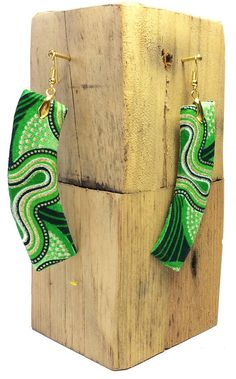 Boucle d'oreilles ronde en tissu Wax 142 Diy Fabric Jewellery, Fabric Earrings, Paper Earrings, Paper Jewelry, Textile Jewelry, Jewelry Crafts, Beaded Jewelry, African Earrings, African Jewelry