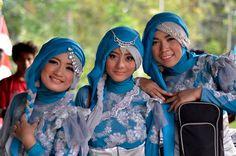 Salah satu grup musik kreatif dengan bercirikan personel muslimah. Qasima mampu membius pecinta musik Indonesia. Seperti apa profil mereka? Cek disini.