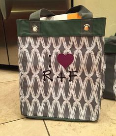 Thirty-One keeps your facial care routine with Rodan & Fields organized and accessible! #31gifts #rodanfields #rodan&fields #rodan+fields