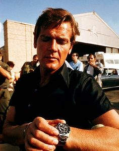 Watches Ideas Roger Moore wearing a Rolex 1680 red Submariner on the set of The Man With The Golden Gun, Discovred by : Todd Snyder Cheap Watches For Men, Luxury Watches For Men, Cool Watches, Rolex Watches, Rolex Submariner 5513, Submariner Watch, Rolex Gmt, Roger Moore, James Bond Watch
