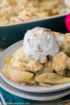 Apple Cobbler Recipes How to make an easy homemade Apple Cobbler! This recipe can be prepped and in the oven in under 20 minutes! Homemade Apple Cobbler Recipe, Apple Crumble Recipe, Apple Recipes, Apple Desserts, Apple Pie, Cobbler Topping, Good Meatloaf Recipe, Spend With Pennies, Dessert Recipes