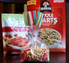 Use gluten free cereal.The dried strawberries from Target are so yummy and it makes for a good healthy snack! Valentines Healthy Snacks, Healthy School Snacks, Holiday Snacks, School Treats, Valentines Day Treats, Good Healthy Snacks, Holiday Recipes, Dried Strawberries, Dried Berries