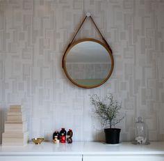 inspirera mera inredning inredningsblogg sophora kokeshi rund spegel marmor mässing