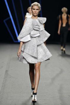 Love Fashion, Runway Fashion, Spring Fashion, Fashion Beauty, Fashion Show, Fashion Outfits, Fashion Design, Elegant Cocktail Dress, Geometric Fashion