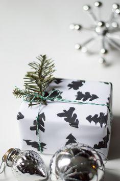 Black & white minimalist Christmas tree wrapping paper.
