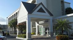 Best Western Plus Windsor Inn North Miami Offering an outdoor pool, a restaurant, and free WiFi, Best Western Windsor Inn is located in North Miami, Florida. Oleta River State Park is 5 km away from the hotel.  A cable TV is featured in each hotel room.