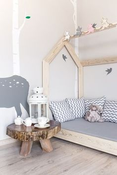 Kinderbett aus Holz in Form eines Hauses, Himmelbett / nursery decoration: wooden bed in shape of a house made by Mamimeble via DaWanda.com