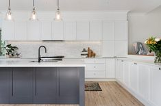 Romantic Large Open Plan Kitchen - Just in Place Blog Modern Shaker Kitchen, Earthy Kitchen, Modern Large Kitchens, Large Open Plan Kitchens, Shaker Style Kitchens, Modern Kitchen Design, Interior Design Kitchen, White Kitchens, Kitchen Designs