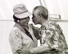 Nelson Mandela leans forward to kiss his wife Winnie Madikizela-Mandela at a rally held in Khayelitsh in March 1990 Nelson Mandela, Winnie Mandela, Gabrielle Union, Glamour, Life Pictures, Daddys Girl, African History, Hopeless Romantic, My People
