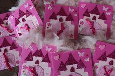 Toujours sur le thème des princesses, j'ai réalisé en novembre ces invitations aux couleurs de Raiponce pour le premier anniversaire