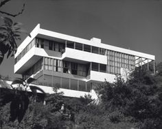 the Lovell house in California, designed by Richard Neutra and featured as Pierce Padgett's home in the movie L.A. Confidential, great film, beautiful house.