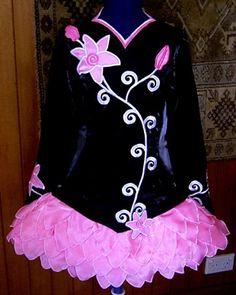 Irish dance costume - Simple but elegant dress. Irish Costumes, Tutu Costumes, Costume Dress, Irish Dance, Irish Step Dancing, Dance Dresses, Latin Ballroom Dresses, Beautiful Costumes, Dream Dress
