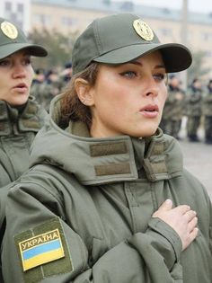 Fotos Source by adelinevirk. Ukraine Military, Female Soldier, Military Girl, Military Women, Girls Uniforms, Military Personnel, Girls Rules, Armed Forces, Beautiful Women