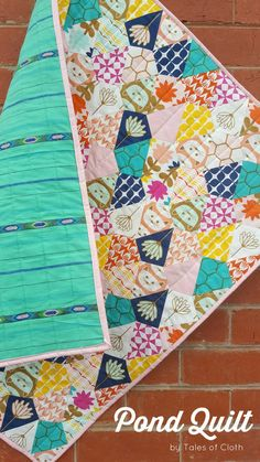 Tales of Cloth 'Pond Quilt' using kite paper pieces Quilting For Beginners, Quilting Tutorials, Quilting Designs, Quilting Tips, Quilting Projects, Paper Piecing Patterns, Quilt Patterns, Sewing Patterns, Hexagon Quilt