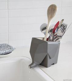 洗干净的筷子、勺子或者牙刷放在一边,永远都有令人烦恼的水积在那里。怎么办?让这头大象走进你的生活吧,让这些烦恼统统都消失不见。你看,你家的水槽边永远有只爱干净的大象呆着哦~  设计师:Peleg Design
