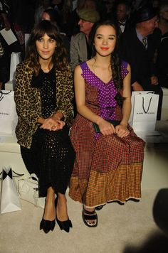 Alexa Chung i Hailee Steinfeld na pokazie Marc Jacobs (fot. Bulls)
