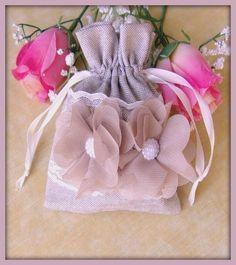 Pochette en tissu coton lin beige dentelle fleur tulle mariage : Accessoires pour bijoux par orkan28