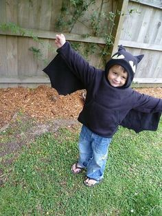 Just saw 'How To Train Your Dragon' the other day. Therefore, this is a precious Toothless costume.