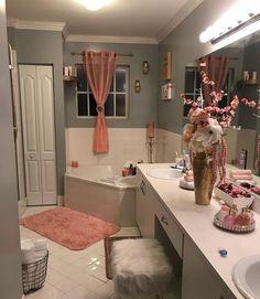Simple and Futuristic Bathroom Remodeling Ideas bathroomremodeling bathroomideas bathroomdesign ~ Home Design Ideas 789959590872119757 Dream Bathrooms, Small Bathroom, Bathroom Storage, Master Bathroom, Home Design, Design Ideas, Christmas Bathroom, First Apartment Decorating, Apartment Ideas