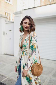 Tendencias: Bolsos de paja. La finalidad de estos bolsos no es solo llevarlos a la playa.  Los diseñadores ofrecen diversidad  de modelos que combinan perfectamente con diferentes estilos  #ootd #outfitoftheday #lookoftheday #fashion #style #love #beautiful #fashionista  #streetstyle #streetwear #trendy #streetfashion #blogger #fashionblogger #accessories  #inspiration #trend #summer #stylediaries #styleoftheday #fashionlover #fashionblog #bag #verano #moda #estilo #accesorios #bolso…