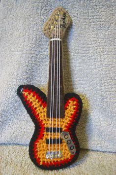 AnnAiraM Bijoux Amigurumi: Strumento Musicale - BASSO o chitarra