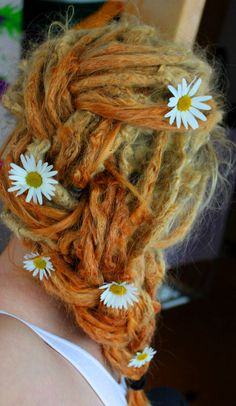 Daisies and dreads Dreadlock Hairstyles, Twist Hairstyles, Pretty Hairstyles, Black Hairstyles, Dread Updos, Ponytail Hairstyles, White Girl Dreads, Dreads Girl, Pretty Dreads