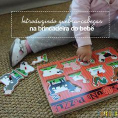 A hora de começar a brincar de quebra cabeças com os pequenos #bebes #brincadeira #atividade #quebracabeca