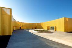 New Charter High School, Los Angeles - BROOKS + SCARPA (photo © Tara Wujcik)