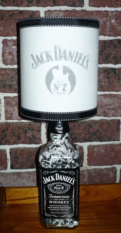 JACK DANIELS LIQUOR BOTTLE TABLE LAMP J.D./GUITAR LAMPSHADE