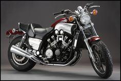 The Yamaha V-Max was designed by the team of Atsushi Ichijo, Akira Araki, Ed Burke and John Reed. Yamaha V Max, Scooters, Yamaha Motorcycles, Vintage Motorcycles, Vmax Yamaha, Ducati Monster, Vmax Cafe Racer, Harley Davidson, Custom Sport Bikes