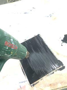Aanpassing drank fles - 1 stuk glas zwart geverft en drogen