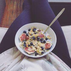 Blueberry, figs and granola oatmeal