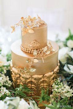 Majestic England Wedding Inspiration Shoot Inspired by The Crown - MODwedding Metallic Cake, Gold Cake, Beautiful Wedding Cakes, Beautiful Cakes, Wedding Cake Inspiration, Wedding Ideas, Wedding Trends, Wedding Details, Wedding Decor
