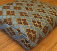 É muito fácil fazer um futon.   O futon original é um colchão japonês no início usado apenas por massagistas, mas atualmente é um item de d...