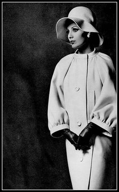 Model in ivory velvet-wool coat with raglan sleeves and banded collar and cuffs by Nina Ricci, photo by Georges Saad, 1962 All Fashion, Fashion History, Fashion Photo, Womens Fashion, Sixties Fashion, Retro Fashion, Vintage Fashion, Vintage Mode, Moda Vintage