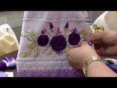 التطريز بشرائط الساتان-flores en cintas Ribbon Embroidery Tutorial, Silk Ribbon Embroidery, Lana, Ribbon Flower, Stitch, Diy, Flowers, Crafts, Silhouette