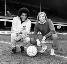 West Ham and England captain Bobby Moore meets Carlos Alberto captain of Santos and the 1970 World Cupwinning Brazil team at Upton Park Carlos. Bobby Moore, England Football Players, 1970 World Cup, Brazil Team, Retro Football, Bbc Broadcast, Stock Pictures, Memories, West Ham