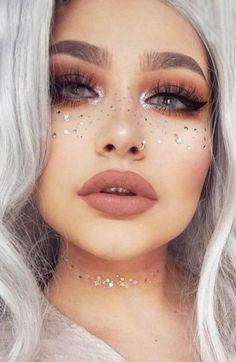 30 Inspiriert von Coachella sieht das Make-up aus wie der wahre Hit Samantha Fashion Life Glitter Makeup Looks, Glitter Make Up, Glitter Eyeliner, Gel Eyeliner, Makeup Eyeshadow, Makeup Brush, Glitter Crafts, Glitter Lips, Body Glitter