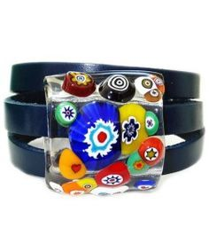 Blauwe leren armband met multicolor millefiori glazen kunstwerkje!
