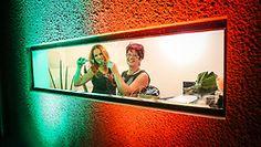 A empresária Kelly Pouzada (à esq.), acompanhada por Su Flor, na inauguração da sua nova loja conceito Maison Jump, na Zona Sul de Porto Alegre. A Jump Sapatos é mais do que uma loja de sapatos, é um espaço que aposta na vanguarda, com produtos que aliam conforto e design inovador. São mais de 14 anos no mercado oferecendo sapatos, bolsas e acessórios de moda conceituais. Reconhecida como uma grife cosmopolita e contemporânea, a Jump Sapatos antecipa as principais tendências do mercado para…