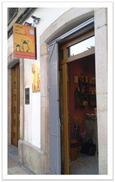 Desde la Mancha, una tienda especializada en productos manchegos de alta calidad: quesos, vinos, azafran, aceite, asadillo y otros muchos productos auténticos. Desde la Mancha a tu mesa. Villaviciosa (Asturias), Calle Cervantes 7. 33300