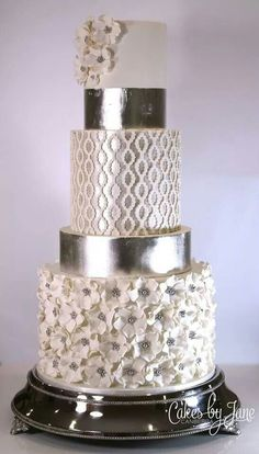 Very elegant five tier silver wedding cake with several textures. add blue touches here and there. Metallic Cake, Silver Cake, Unique Cakes, Elegant Cakes, Gorgeous Cakes, Pretty Cakes, Cupcakes Decorados, Bolo Cake, Amazing Wedding Cakes