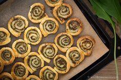 Medvehagymás csiga - A tökéletes vendégváró falat Wild Garlic, Pesto, Desserts, Food, Tailgate Desserts, Deserts, Essen, Postres, Meals