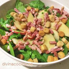 Ensalada de espinacas, manzana y bacón